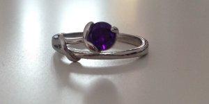 Ring Größe S Silber mit lila Stein