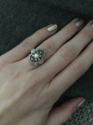 Ring in Echtsilber mit einer Perle von Christ// WIE NEU