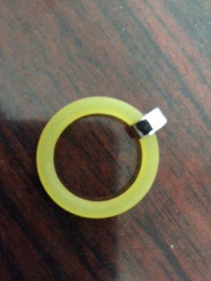 Ring in Gelb