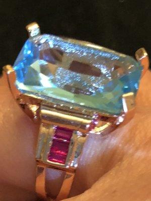 Ring mit großem Kristallstein