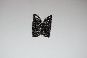 Ring mit Schmetterling in dunkelgrau