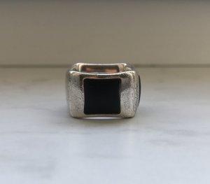 Ring mit schwarzen Steinen Gr 55
