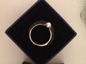 Ring mit schwarzen Strassteinen (Swarovski)