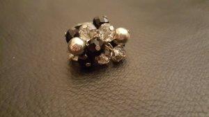 Ring mit schwarzen und silbernen Perlen - Größe M