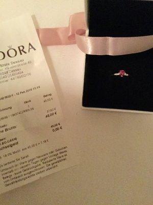 Ring mit Stein in Herzform von Pandora