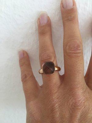 Bague incrustée de pierres marron clair