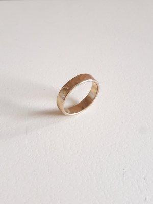 Ring schlicht goldfarben