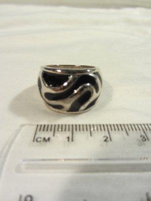 Ring – silber mit schwarz (Modeschmuck)