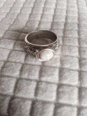 Ring silberfarben neu mit weissem Stein verziert