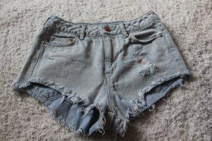 Ripped Hot-Pants von H&M