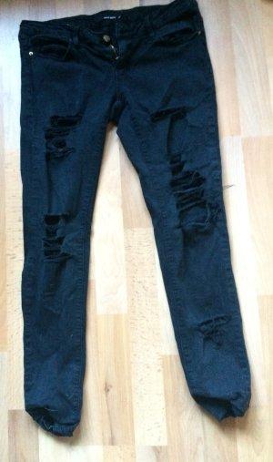 Rissige schwarze Jeans