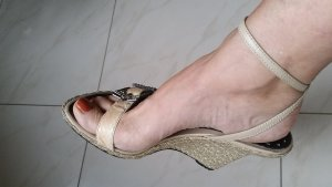 Strapped pumps gold-colored-oatmeal leather