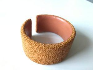 Rochenleder Armband Armreif in Orange, Nude Ungetragen