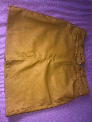 Bershka Falda de cuero amarillo