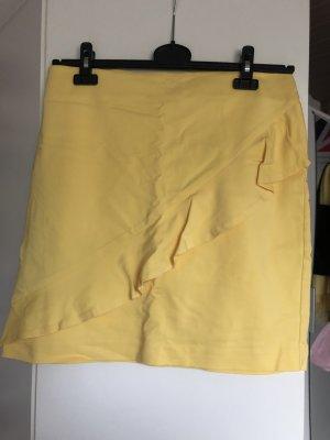 Falda de talle alto amarillo pálido