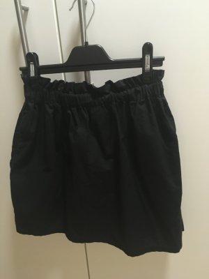Rock in Schwarz mit Seitentaschen