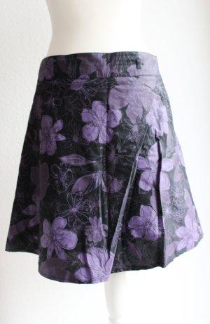 Rock mit Blumenmuster schwarz/lila