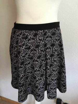 Circle Skirt black-white