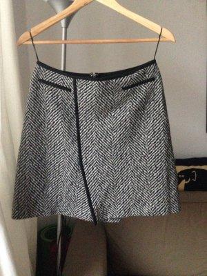 Rock Strenesse 40 schwarz-weiß Schurwolle