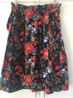 H&M Jupe à plis noir-rouge