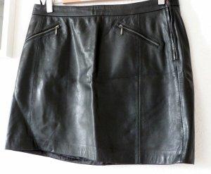 Rockig und kurz - Minirock aus schwarzem Leder