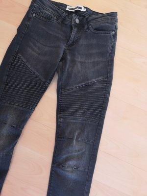 Rockige graue Jeans