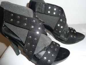 Rockige Sandalen in Schwarz