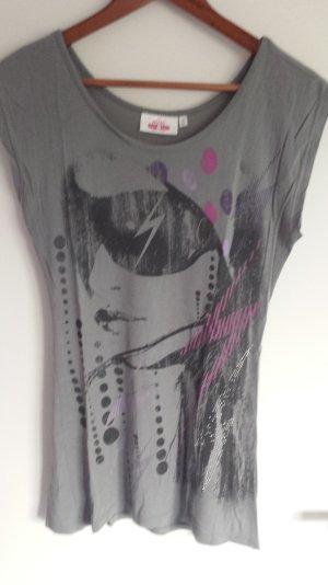 Rockiges T-Shirt in grau