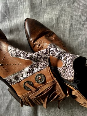 Rockstar Ankle Boots!