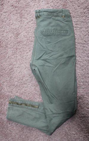 • Röhrenhose in khaki