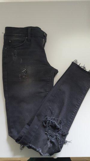 Röhrenhose in schwarz