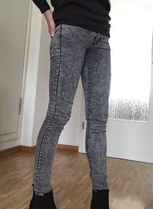 Röhrenjeans schwarz/grau H&M