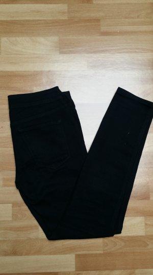 Röhrenjeans skinny low Jeans in schwarzvon H&M
