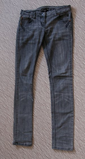 Röhrenjeans von Amisu, Größe 27