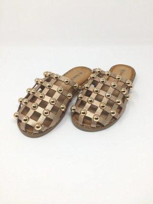 Sandalias romanas marrón arena