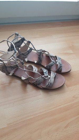 Römer Sandalen mit kleinem Makel