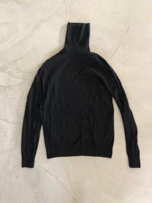 Closed Turtleneck Sweater black