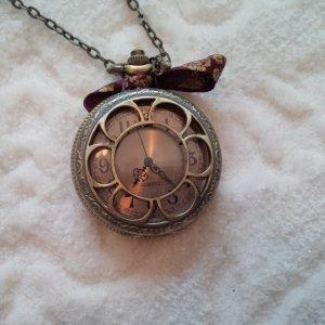romantische Halsketten-Uhr