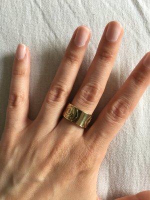 Romantischer Ring mit Gravierten Rosen