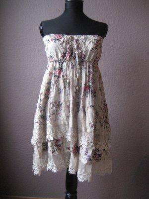 Romantisches Blümchenkleid mit Spitze und Volants