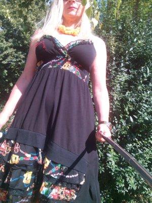 Romantisches empire Kleid mit bunten Rüschen