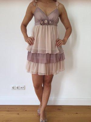 Romantisches Kleid der Marke Lipsy