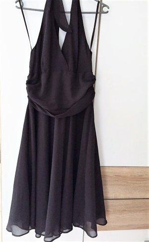 Romantisches Kleid mit Neckholder-Ausschnitt & Chiffon
