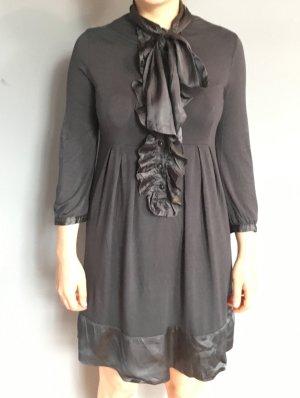 Romantisches Kleid mit Schleife