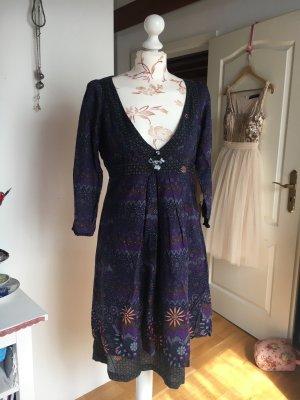 Romantisches Kleid mit sexy Ausschnitt