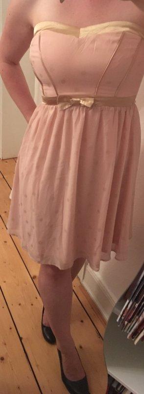 Romantisches Kleid von Even & Odd