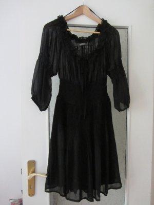 Romantisches schwarzes Kleid
