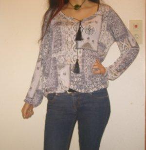 romantisches Shirt mit Bommel gemustert