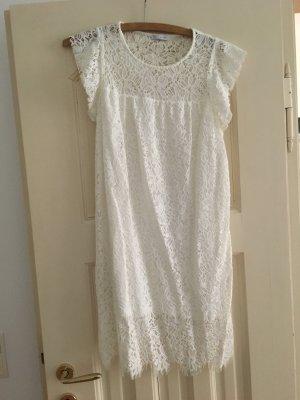 Romantisches weißes Sommerkleid