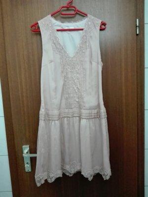 rosa Abendkleid mit Perlen und Pailletten